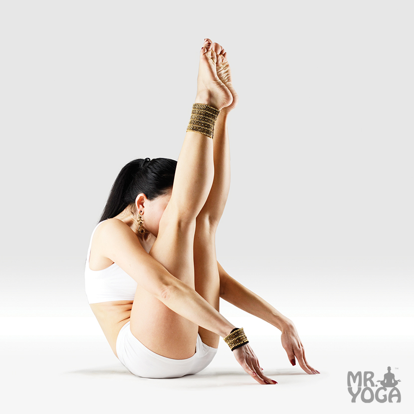 Yoga-Pose-Upward-Facing-Supported-Western-Intense-Stretch-Urdhva-Mukha-Salamba-Paschimottanasana